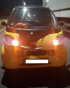 В Запорожье на Набережной отлетевшее колесо разбило встречный автомобиль - ФОТО