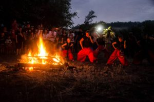 Плетение венков, фаер-шоу и прыжки через костер: запорожцы отметили праздник Ивана Купала - ФОТО