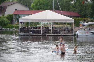 В Запорожье на Набережной открылся новый скалодром, водные аттракционы и SUP-Бординг- ФОТО, ВИДЕО