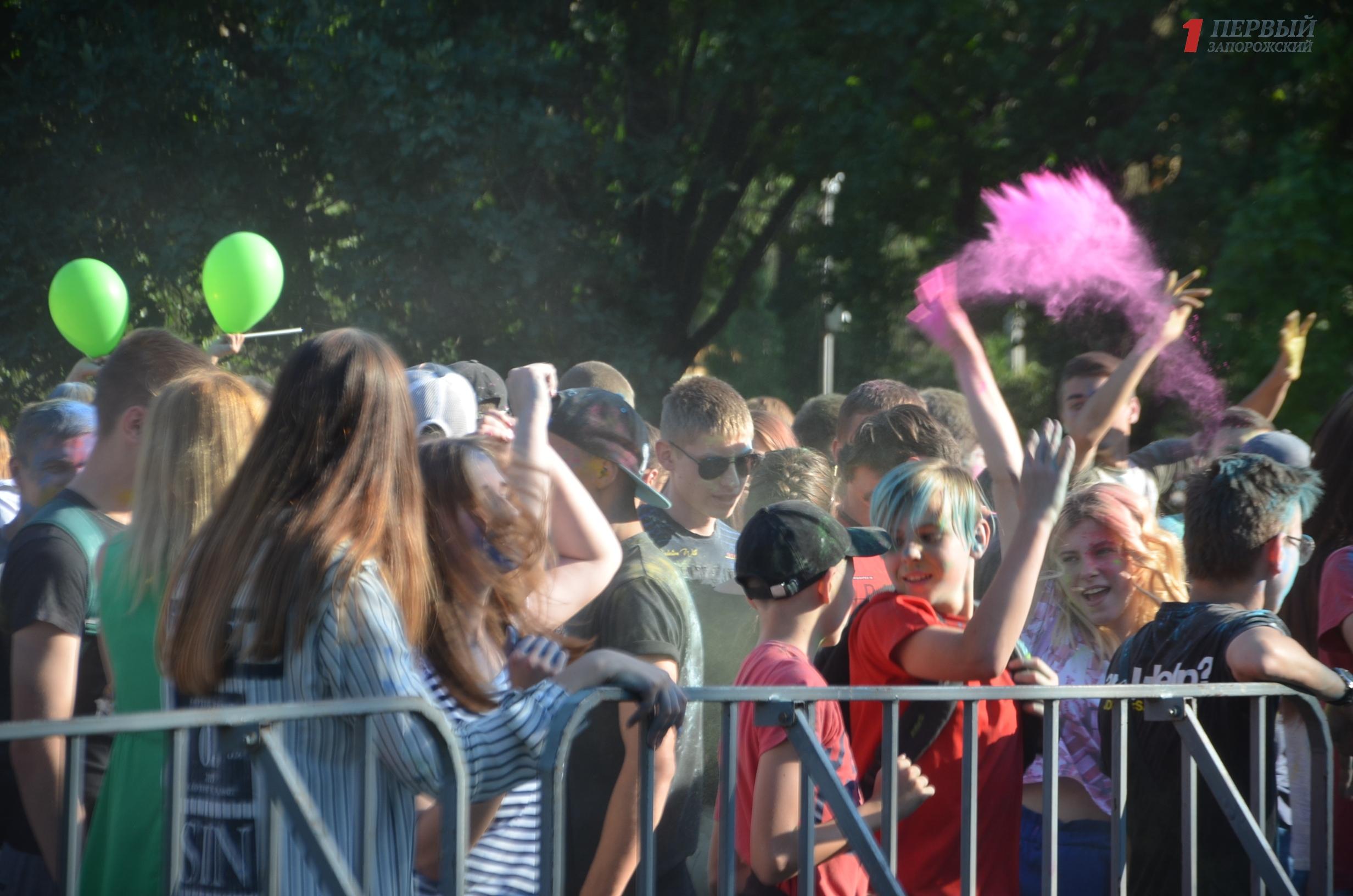 Танцы до упаду и битва красками Холи: Запорожье и его жителей вновь