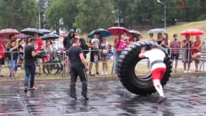 В Запорожье под проливным дождем выбрали сильнейшего стронгмена - ФОТО, ВИДЕО