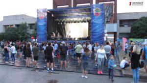 Десятки локаций, праздничный концерт и танцы под дождем: как в Запорожье отметили День молодежи - ФОТО, ВИДЕО