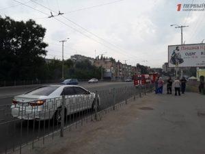 В Запорожье загорелись электрические кабели под мостом в районе автовокзала – ФОТО