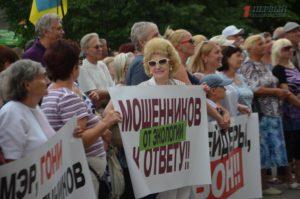 В Запорожье под стенами мэрии сторонники Кальцева испортили протестную акцию защитникам парка – ФОТО, ВИДЕО