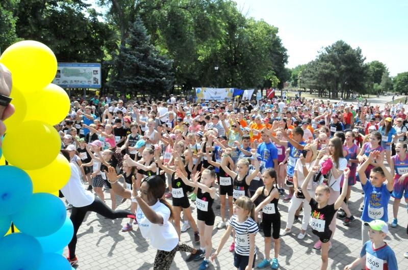 Все на старт: в Запорожье тысячи школьников и студентов приняли участие в «Олимпийском Дне» - ФОТО
