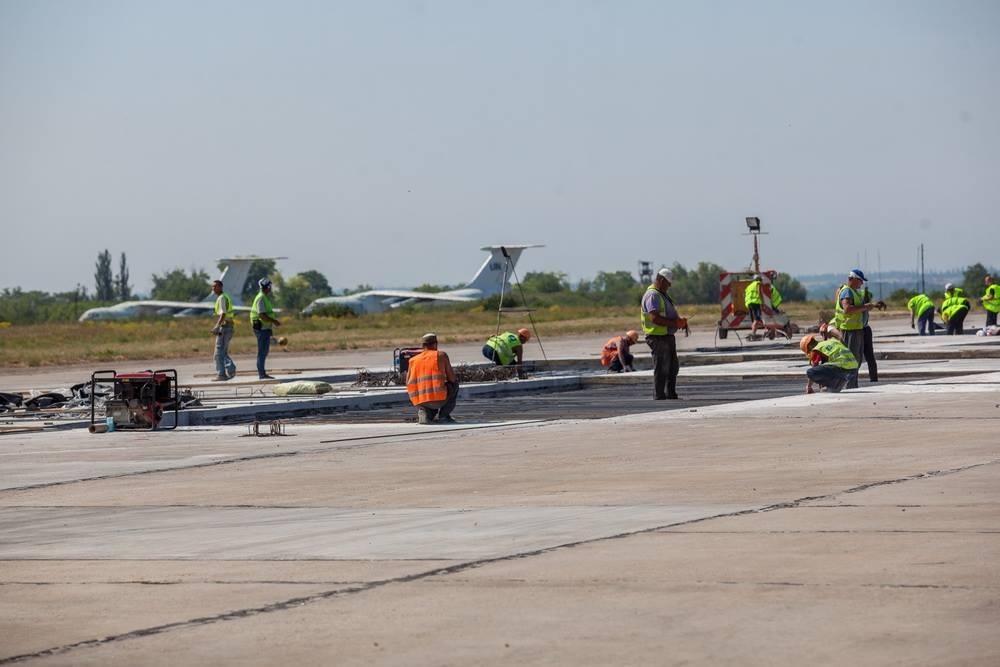 Реконструкция взлетно-посадочной полосы и новое оборудование: в Запорожье полным ходом идет ремонт аэропорта - ФОТО