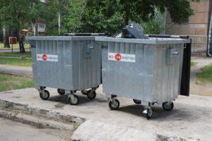 В Запорожье наконец-то принялись обновлять мусорные баки: 200 новых контейнеров уже появились во дворах города - ФОТО