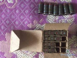У жителя Запорожья нашли пистолет с глушителем и патроны - ФОТО