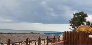 В Запорожской области над морем пронесся смерч - ВИДЕО