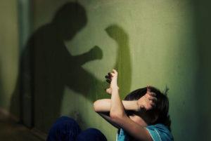 В Запорожье женщина избивала детей, опеку над которыми она получила незаконно