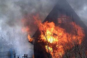 В Запорожской области ночью сгорел двухэтажный дачный дом