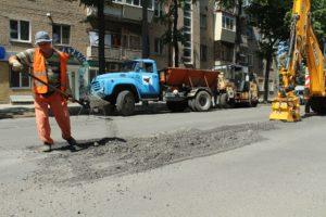 В Запорожье ремонтируют дорогу по улице Александровской - ФОТО