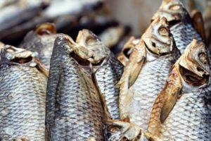 В Запорожье мужчина поел вяленой рыбы и скончался от ботулизма