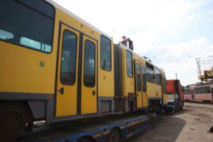 В Запорожье прибыли первые европейские трамваи - ФОТО