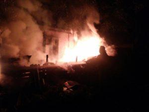 В Запорожье ночью горел жилой дом: пожар тушили несколько часов - ФОТО