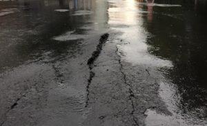 Запорожские власти объяснили, почему потрескалась новая дорога на Фортечной