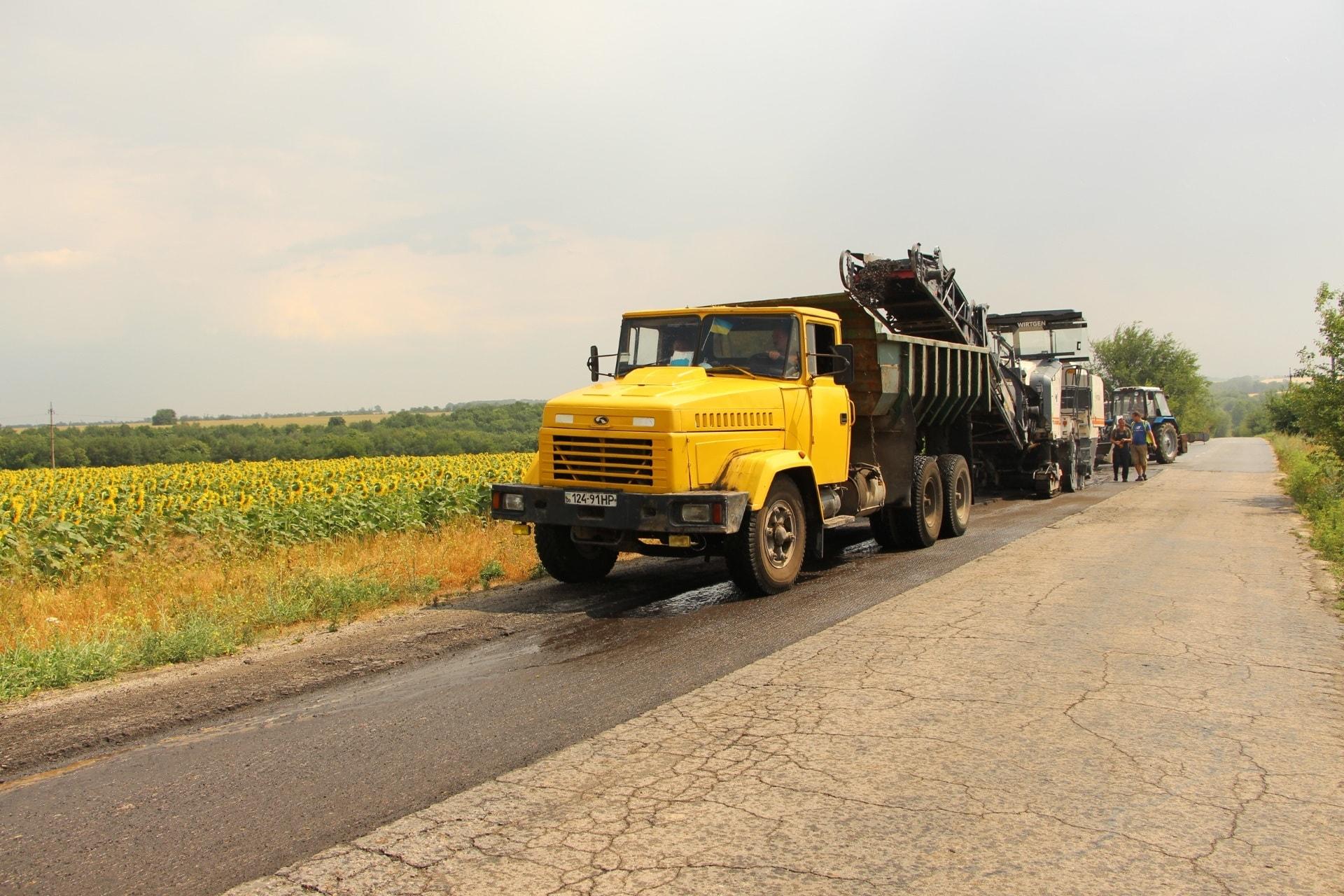В Запорожье продолжается ремонт дорог - ФОТО