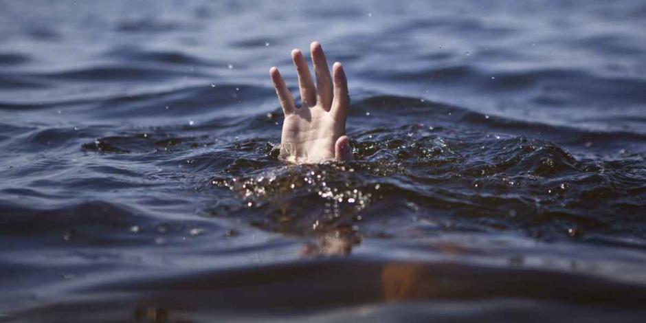 На запорожском курорте отдыхающие, катаясь на катамаране, обнаружили в море тело мужчины