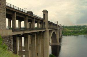 Жители Запорожья в знак протеста перекрывали мосты Преображенского - ФОТО
