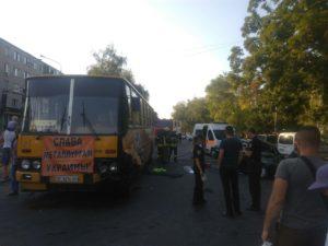 В Запорожье легковушка влетела в автобус: есть пострадавшие - ФОТО