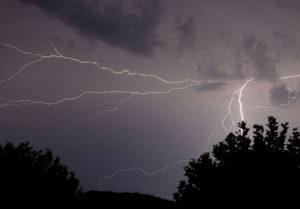 Гроза и шквалы: по Запорожской области объявили штормовое предупреждение