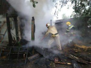 В Запорожской области сгорела надворная постройка: пожар тушили почти три часа - ФОТО