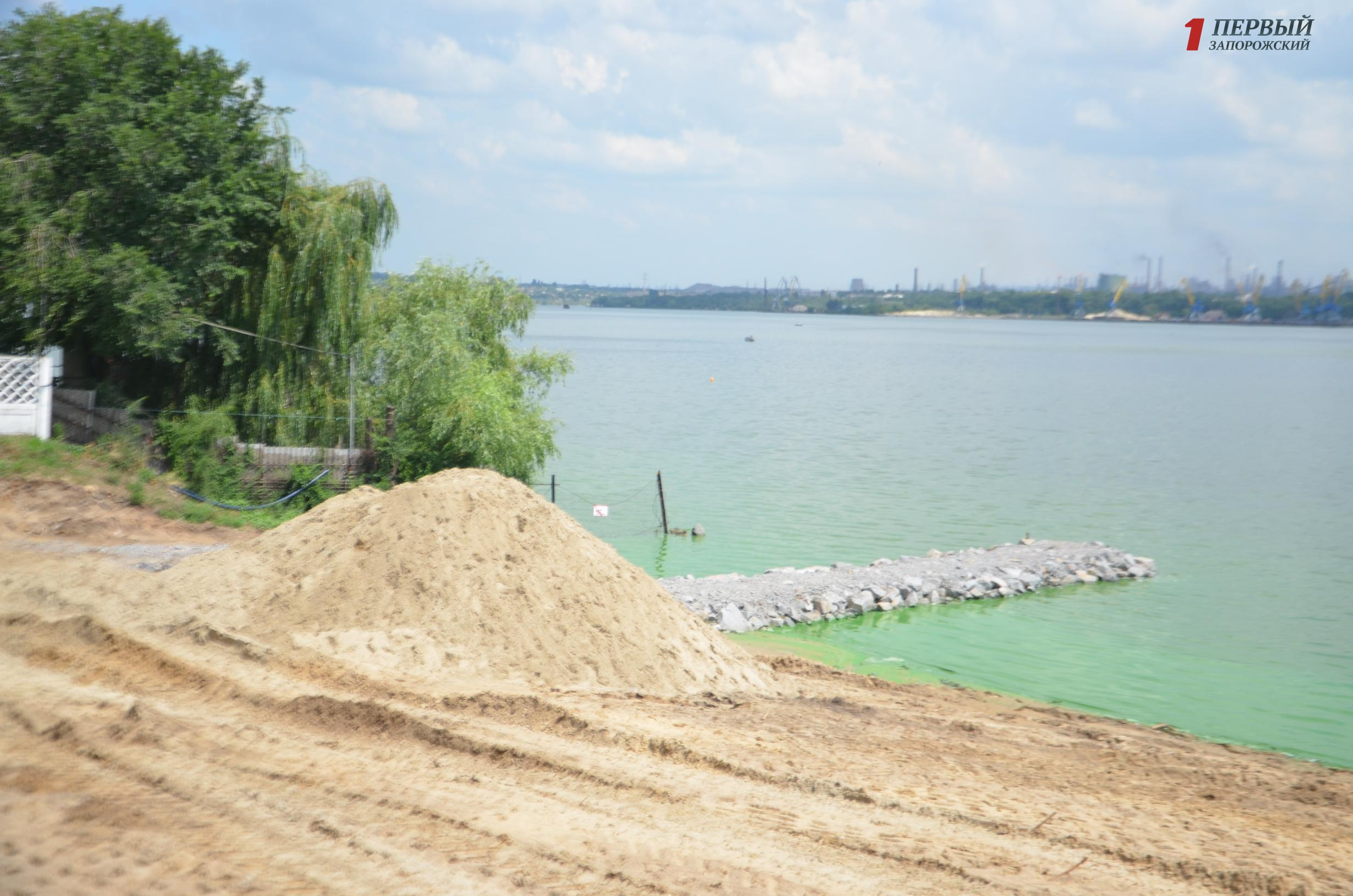 Свершилось: в Запорожье началась реконструкция Правобережного пляжа — ФОТО