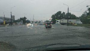 Запорожье накрыло дождем с грозой: улицы залило водой - ФОТО, ВИДЕО