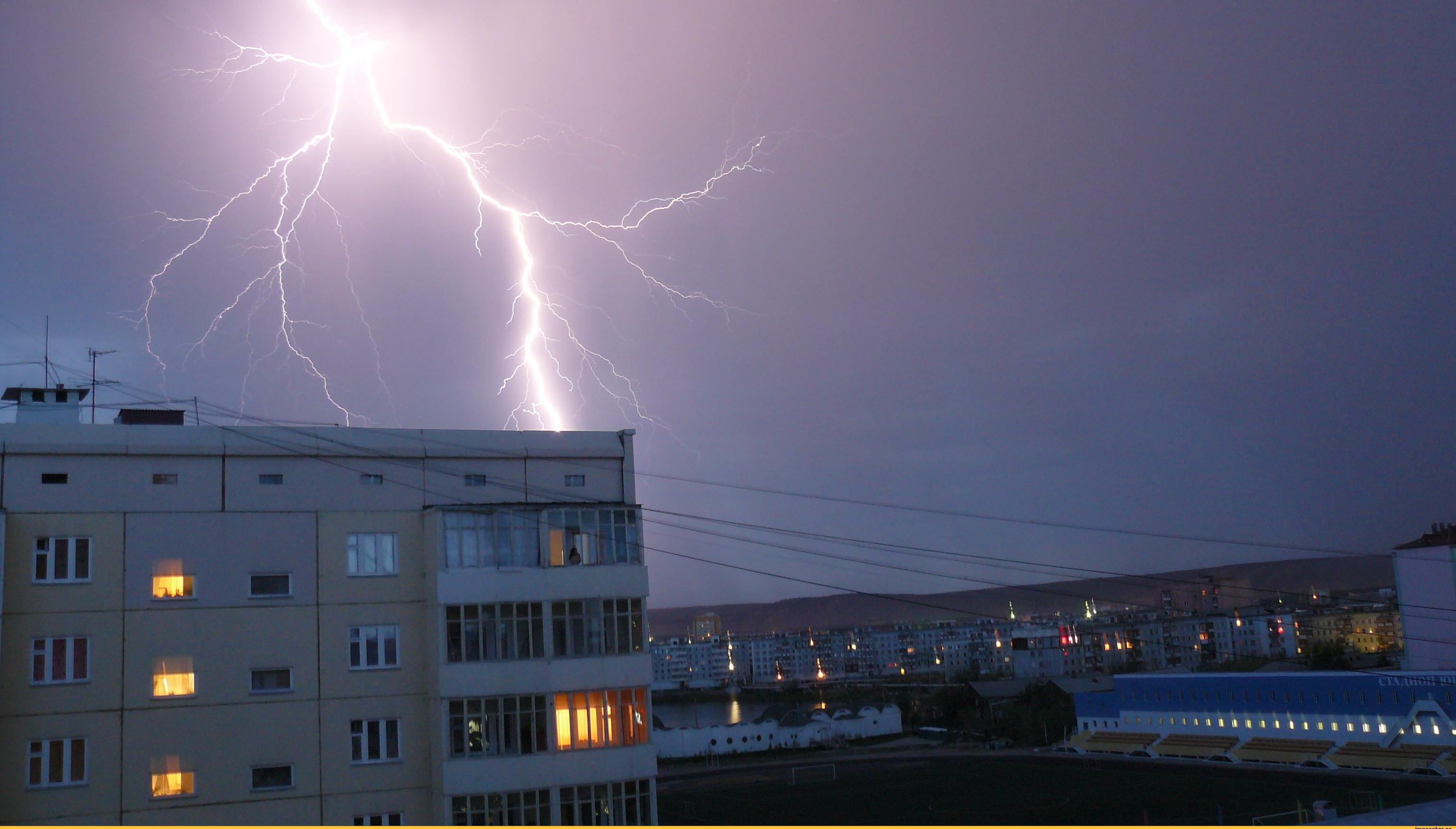 В Запорожской области из-за непогоды обесточенными остались 30 населенных пунктов
