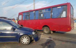 На запорожском курорте таксист спровоцировал ДТП с пассажирским автобусом: есть пострадавшие - ФОТО