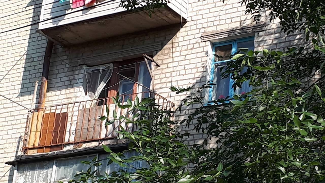В Запорожской области полицейские спасли из пожара пенсионерку: женщину доставили в больницу - ФОТО