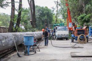В Запорожье продолжается реконструкция пешеходного моста - ФОТО