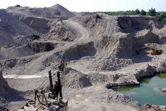 Пологовский химзавод требует через суд, чтобы Запорожская ОГА признала действительными договора аренды земли