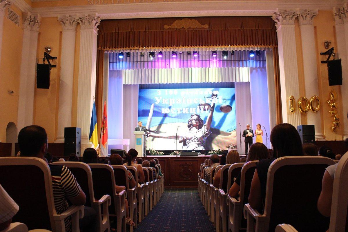 В Запорожье поздравили представителей юстиции со 100-летним юбилеем – ФОТО