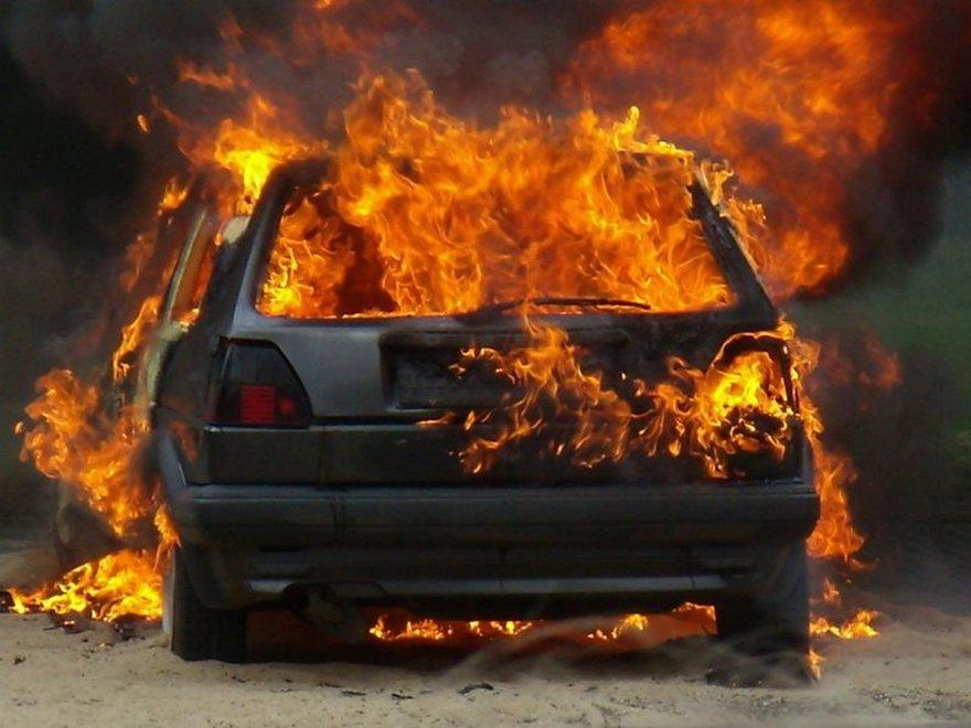 В Запорожье на заправке загорелся автомобиль с пассажирами - ВИДЕО