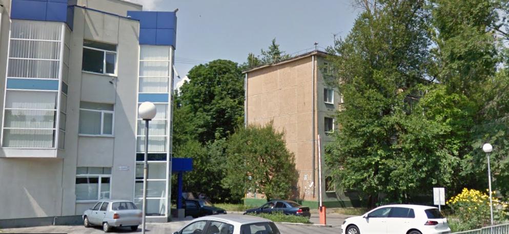 В Запорожье подростки сломали шлагбаум около офисного центра – ВИДЕО