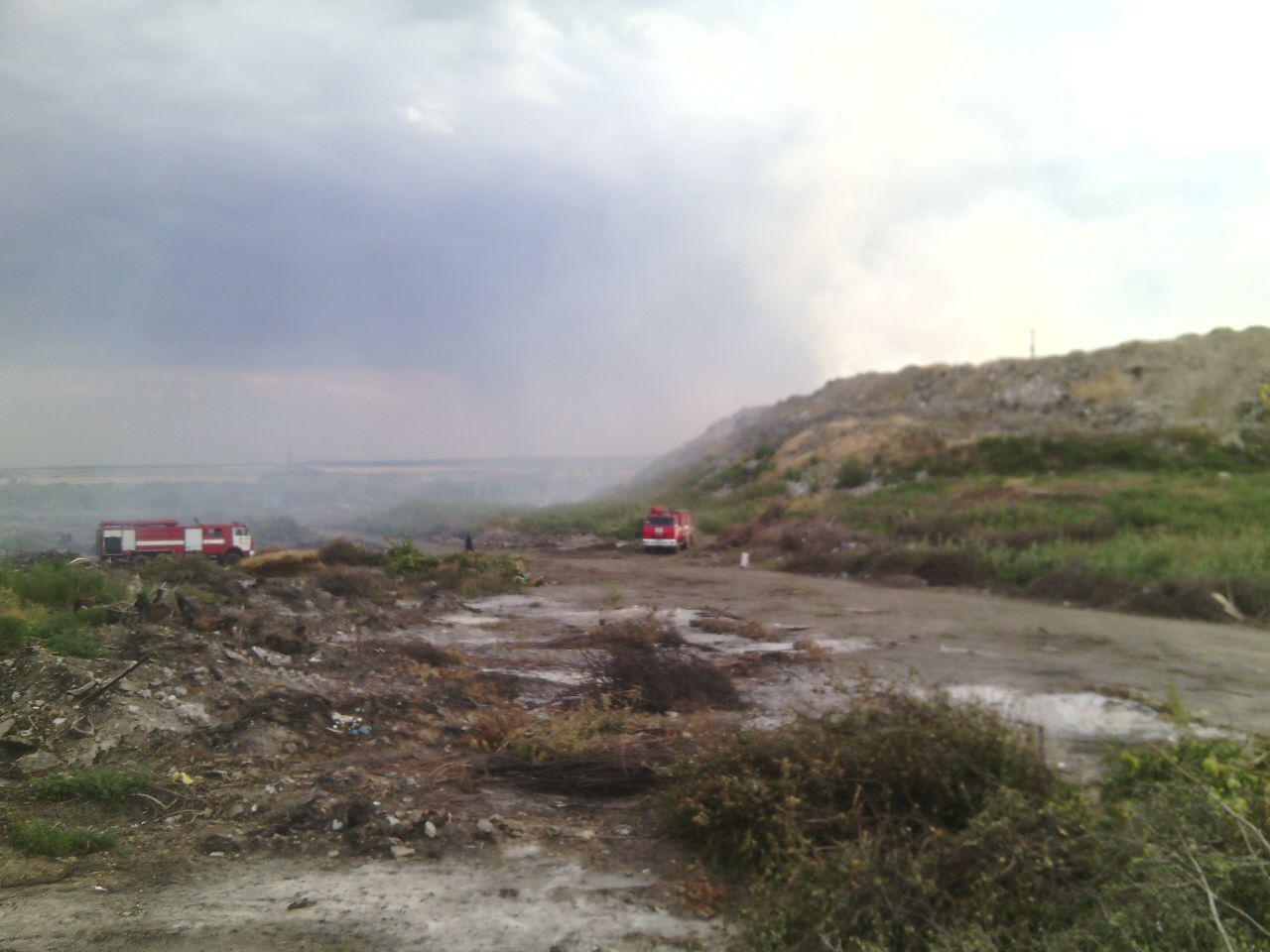 В Шевченковском районе Запорожья горела сухая трава и мусор - ФОТО