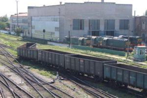 В Запорожской области с рельсов сошел грузовой поезд - ФОТО