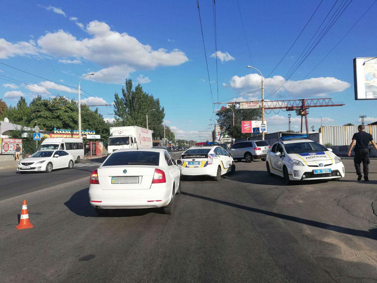 В Запорожье иномарка врезалась в полицейский