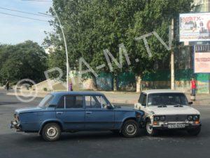 В Запорожской области на перекрестке столкнулись две легковушки - ФОТО