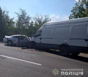 В Запорожской области столкнулись легковушка на еврономерах и микроавтобус: есть пострадавшие - ФОТО, ВИДЕО