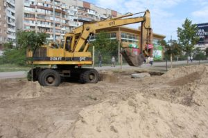 В Южном микрорайоне прокладывают новый канализационный коллектор - ФОТО