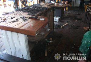 В Запорожской области двое мужчин подожгли танцпол - ФОТО