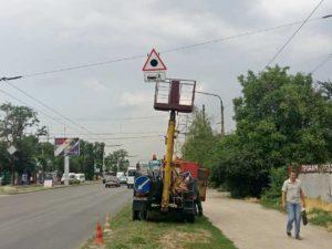 В спальном районе Запорожья ремонтируют дороги во дворах и частном секторе