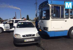 В Запорожской области не поделили дорогу легковушка и автобус - ФОТО