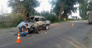 В Запорожской области легковушка угодила под КамАЗ: едва не погиб ребенок - ФОТО