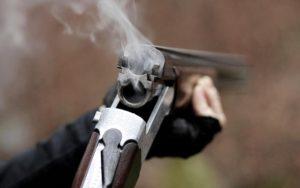 На запорожской трассе мужчина открыл стрельбу по машинам: есть пострадавшие