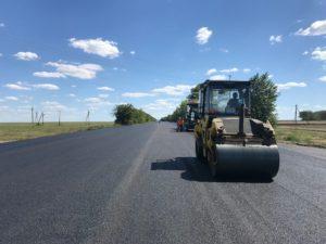В Запорожской области ремонтируют трассу в сторону Бердянска: как продвигаются работы - ФОТО