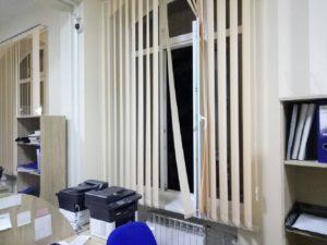 В одном из районов Запорожья злоумышленники за 26 секунд обчистили ЦНАП и украли рабочие планшеты администраторов – ФОТО
