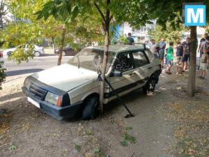В Запорожской области водитель врезался в дерево и скрылся с места ДТП - ФОТО, ВИДЕО